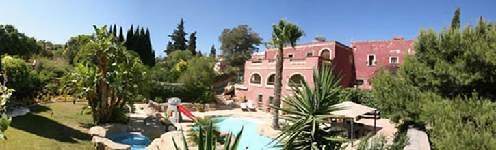 Holiday Lets in Malta: The Red Farm (Naxxar) Banner
