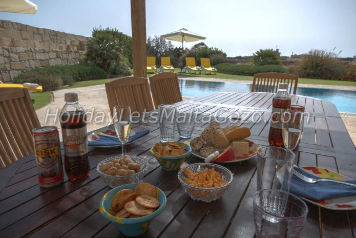 Holiday Let Malta Dingli Villa/Farmhouse with Pool ta' trejni