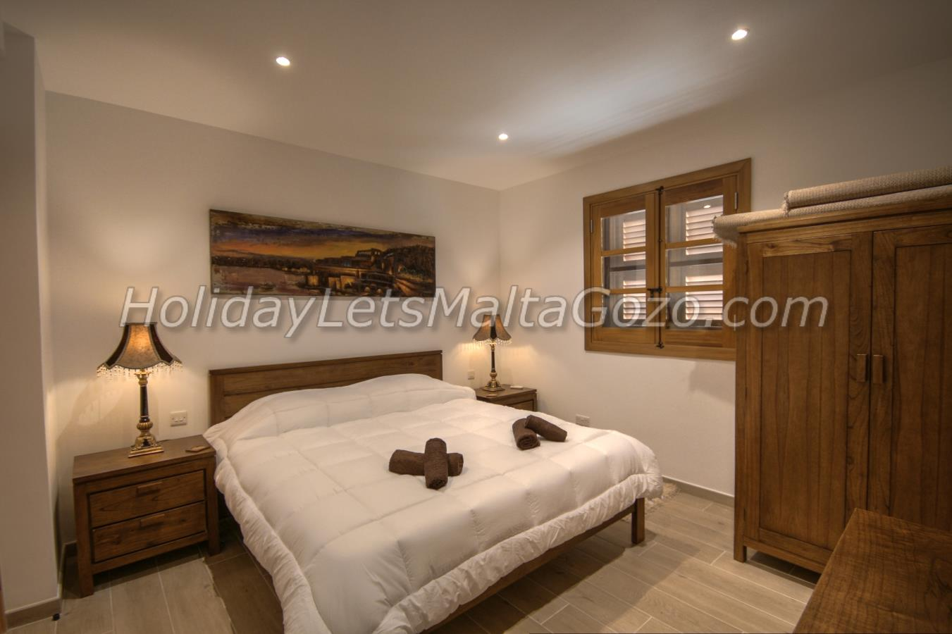 Double Bedroom with large shower cubicle en-suite facility